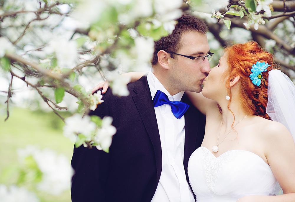 plener ślubny w sadzie